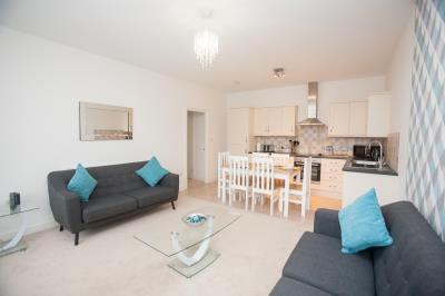 Two Bedroom Apartment with En-Suite, Sleeps 4