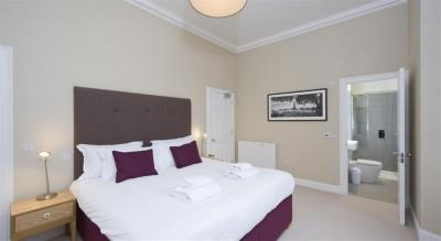 Classic Two Bedroom Apartment - Princes Street