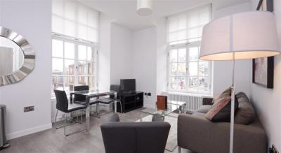 Classic One Bedroom Apartment - Glassford Residence
