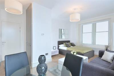 Classic Studio Apartment - St. Andrew's Square
