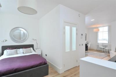 Superior Studio Apartment - St. Andrew's Square