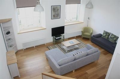 Classic One Bed Apartment - Broughton St Lofts
