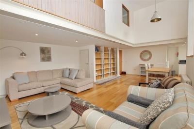 Classic Two Bedroom Apartment - Broughton St Lofts