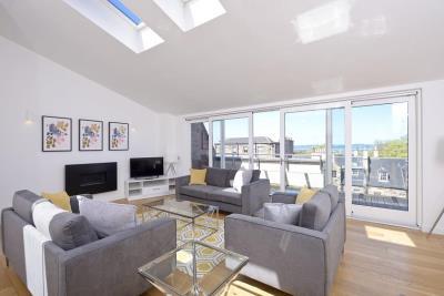 Deluxe Three Bedroom Apartment - Thistle Street