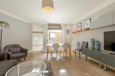 Deluxe Three Bedroom Apartment - Q-Residence