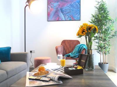 Tudors eSuites Grand Central Apartment - Studio with Views