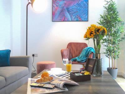 Tudors eSuites Grand Central - Studio Apartment