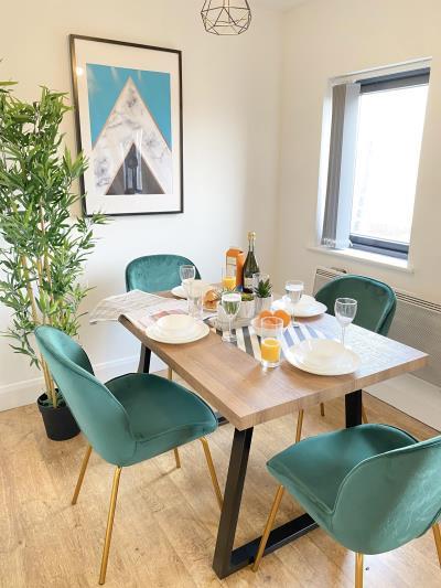 Two Bedroom Top Floor Apartment | Netflix & Juliet Balcony 111155R